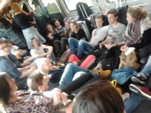 30 leerlingen op de vloer van de fietsenwagen