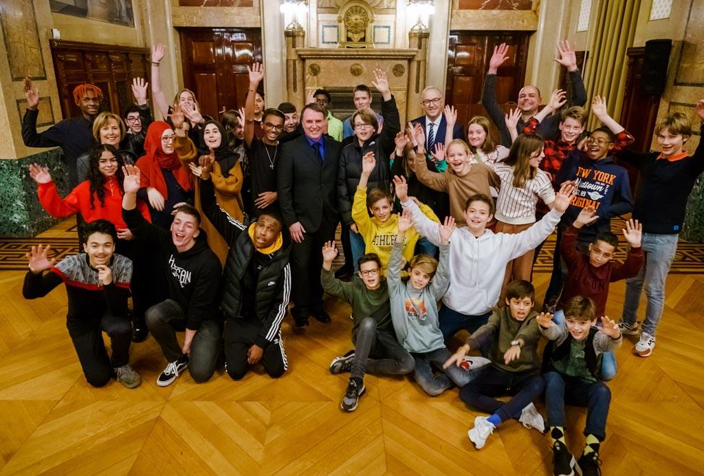 Anna Blamanprijs met burgemeester Ahmed Aboutaleb, Edward van de Vendel en juryvoorzitter Ester Naomi Perquin, 29 november 2019. Foto Marco De Swart