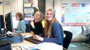 Danique en Nannet werken aan hun profielwerkstuk