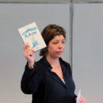 """Mevrouw Duin presenteert het boek """"Blauw"""""""