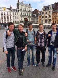 Dit groepje jongens had de vaart er goed inzitten en zij wisten leuke interviews in het Frans af te nemen.