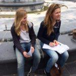 Deze twee hard werkende dames wilden alles tot in de puntjes op orde hebben. Tussen de verschillende opdrachten door zaten de docenten klaar bij de fontein om het werk van de leerlingen te controleren en om te helpen. Het was een zeer geslaagde en erg gezellige dag!