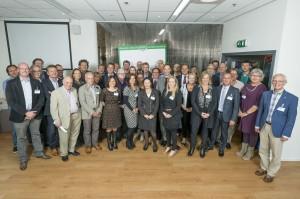 groepsfoto van de vertegenwoordigers van VO-scholen, HBO-opleidingen en wethouder Hugo de Jonge