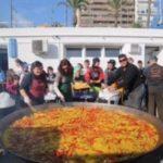 Paella voor alle zeilers, uit de grootste pan die ik ooit heb gezien
